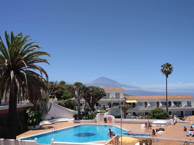 Vista del Teide desde la piscina