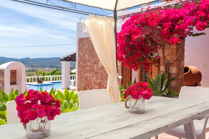 Fantastic Villa close to San Antonio Bay