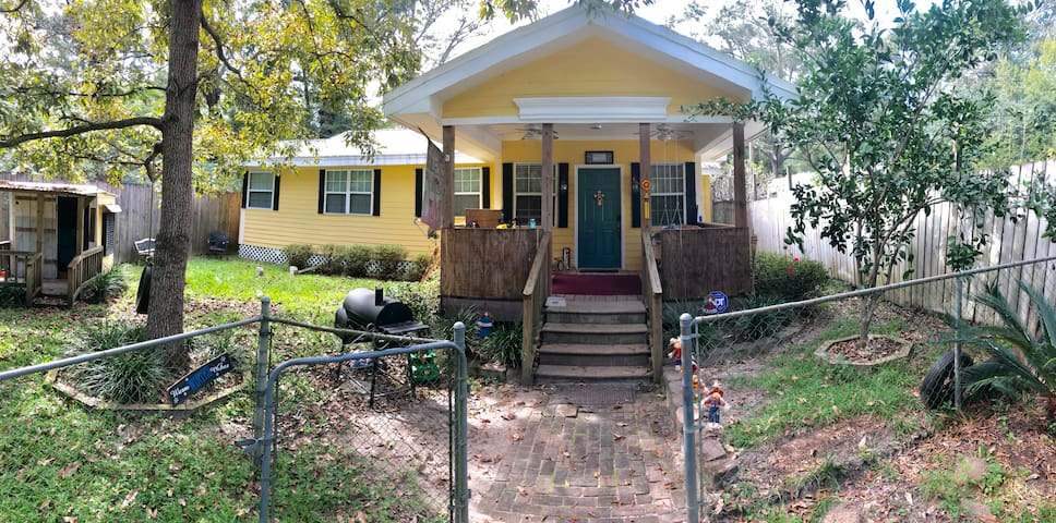 Close to interstate and 45 mins from New Orleans