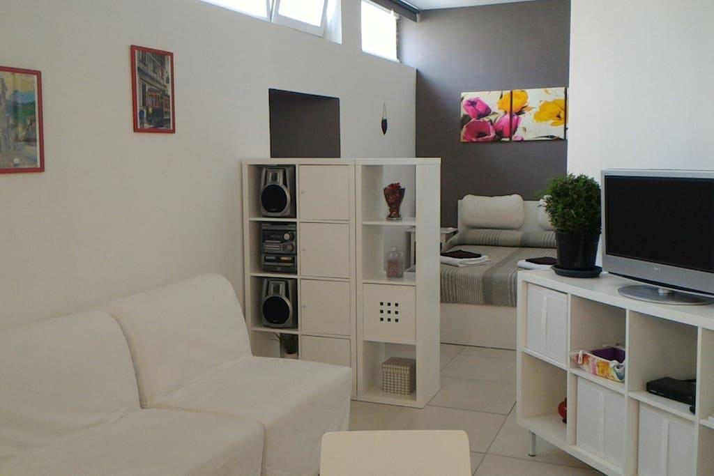 Casa patricia como centro storico lungolago for Appartamenti barcellona 20 euro a notte