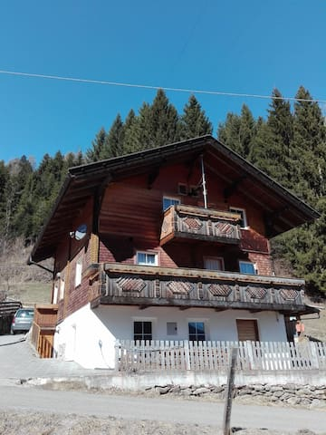 Ferienhaus Philipp: Seeblick am Wanderweg