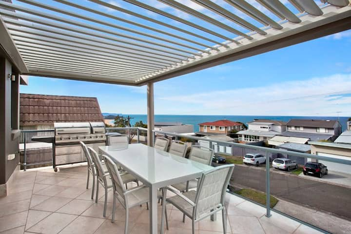 Collaroy Plateau, family home with stunning views