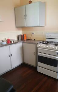 Tidy Budget home for up to 7 people - Cloverdale - Talo