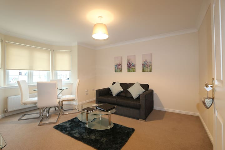 Modern ground floor 2 bedroom apartment, Free WiFi - Dunfermline