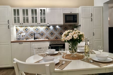 Romeo OLD TOWN CENTER apartment, *NEW renovated*