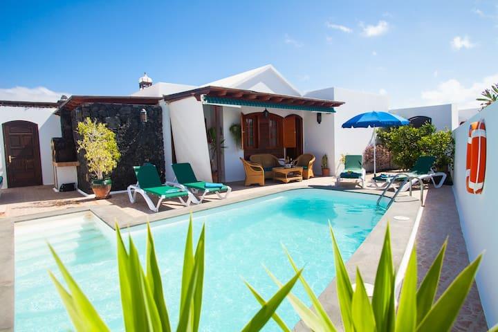 Hermosa Villa con Piscina Climatizada Privada