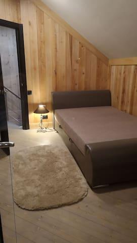 Дом малая спальня с балконом