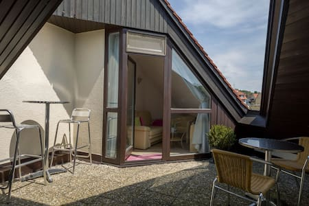 Charming Maisonette Apartment directly at Lake Constance with Wi-Fi, Terrace, lakefront site, Sauna and Pool; Parking Available, Dogs Allowed