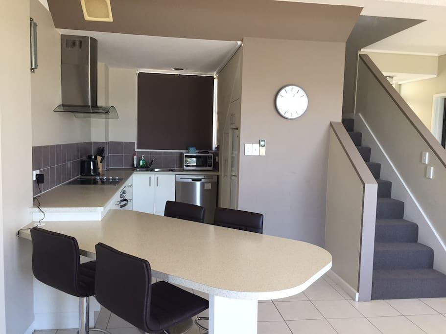 Modern open plan kitchen/diner