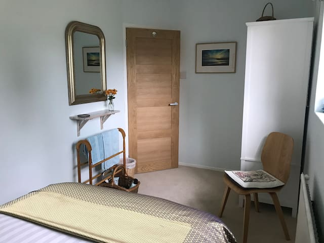 Alternative view of the guest room