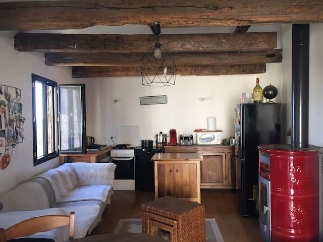 Maison à pan de bois restaurée à Roquecor
