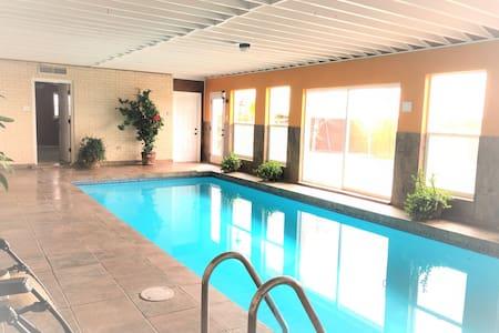 Indoor Pool Family Home, Sauna,Outdoor Living