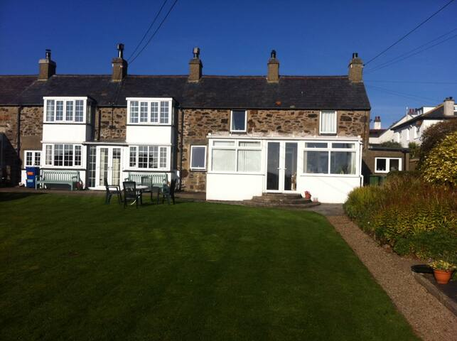 The Bryn, off Golf Road, Abersoch (End cottage)