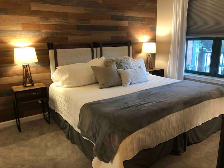NEW! Rustic Chic at Mountain Creek -Sleeps 5!
