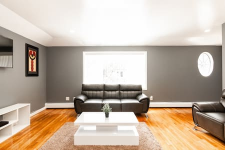 Super Clean 3 Bedroom Apartment- JFK Airport
