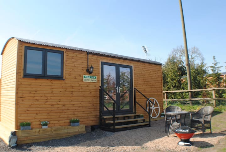 Charming Cosy Cabin with Stunning Views & Parking