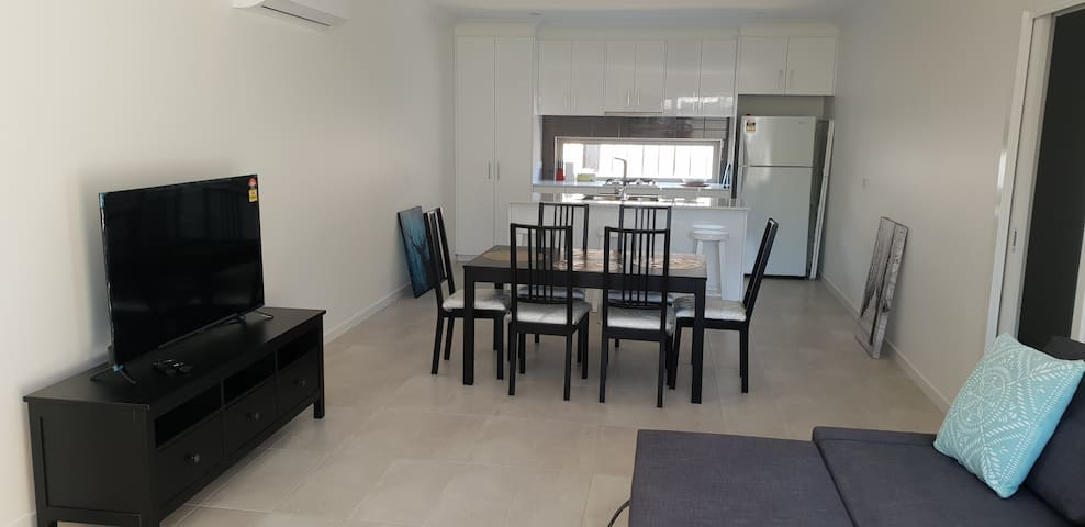 2 BEDROOM new unit in DEER PARK VIC 3023 AU