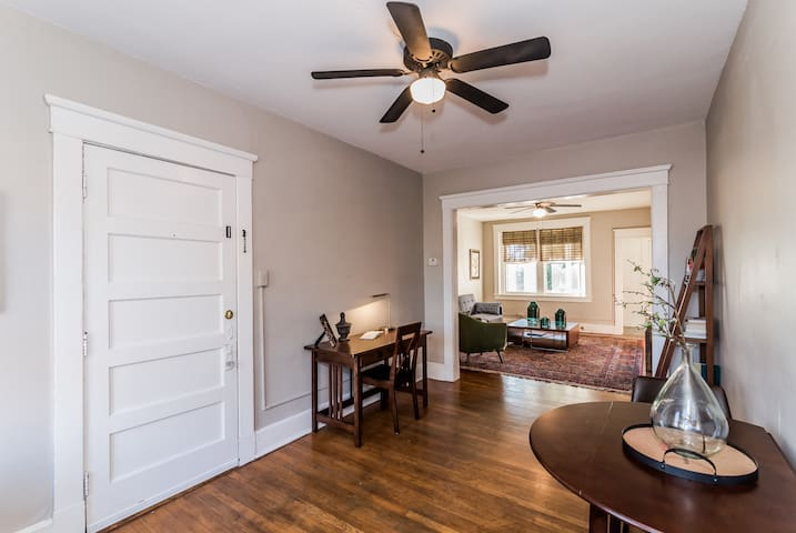 Awesome apartment in best spot in Carytown !!!