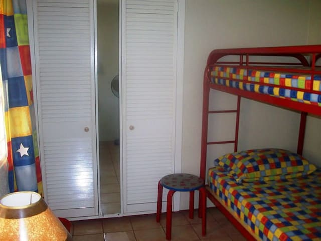 Single room in relaxing guest house