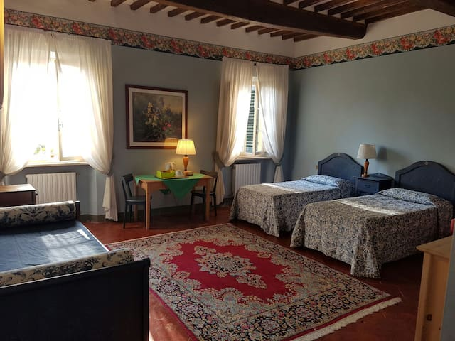 Dimora storica camera Blu - San Miniato - ที่พักพร้อมอาหารเช้า