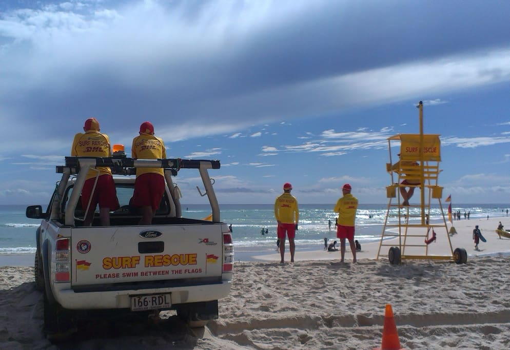 2 minute walk to life saver patrolled Cylinder Beach.