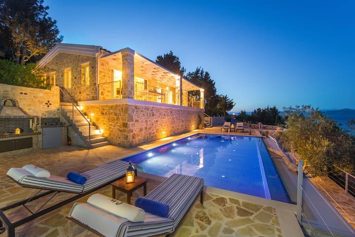 Villa Conoi-luxury by the sea