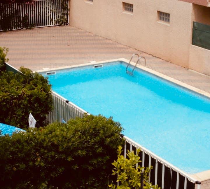 Joli T2 avec jardinet privé, piscine, parking