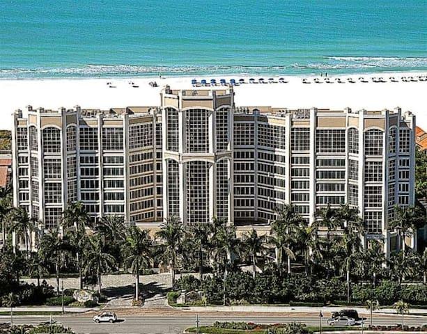 Beachfront Penthouse in Luxury Resort