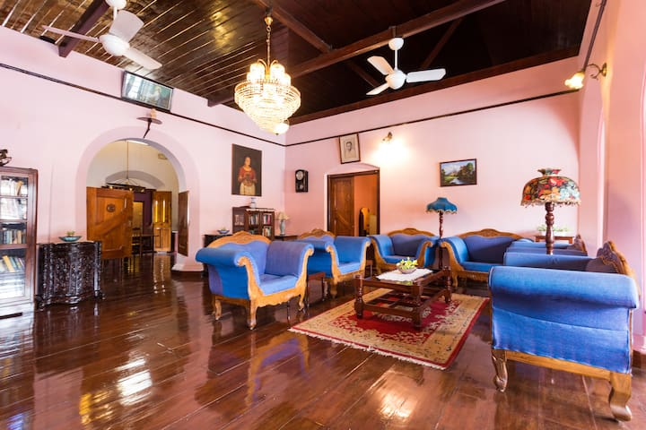 Exquisitely Furnished Heritage room at Fort kochi