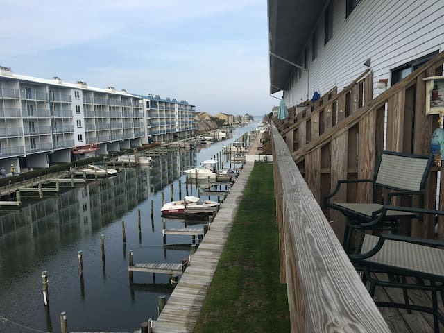 Canal Front Condo two blocks from Beach w/Pool