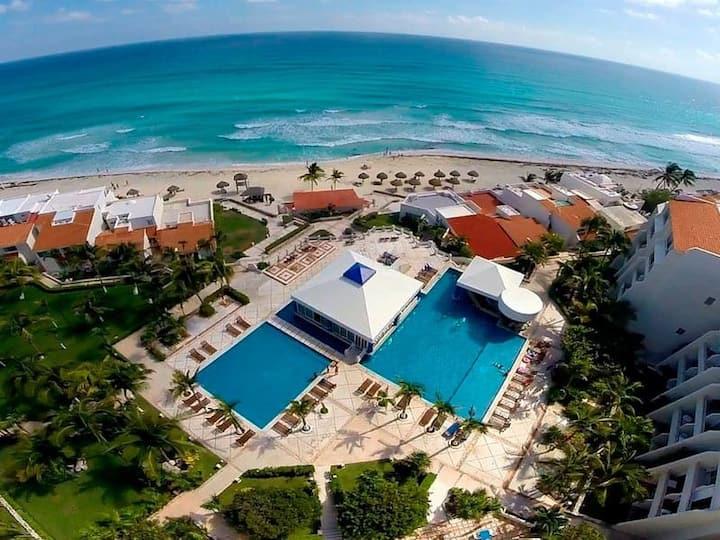 Cancun Hotel Zone Beachfront+Pool. Luxury Studio C