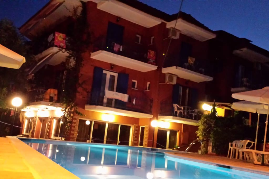 POOL_NIGHT VIEW