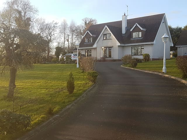 1 ensuite bedroom close to airport & UGP Circuit