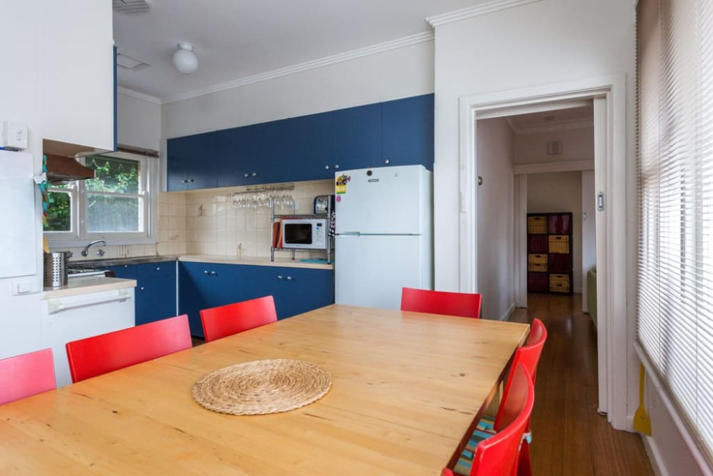 Colourful functional kitchen