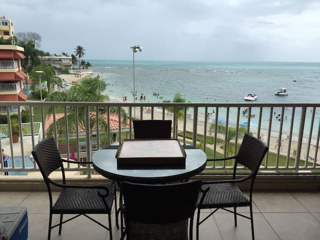 Amazing Beach-front Penthouse, 4 bedrooms, WiFi.