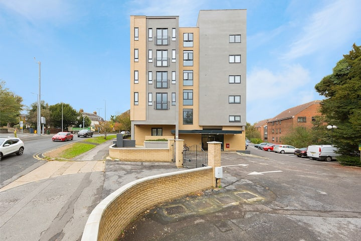 Golden Heights 7 Maidstone ME16, Sleeps 4, Parking