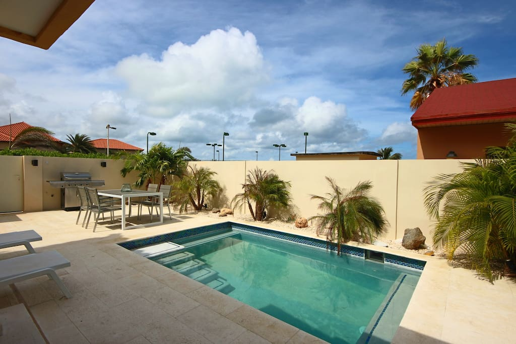 Your private swimming pool to enjoy to Aruban sunshine