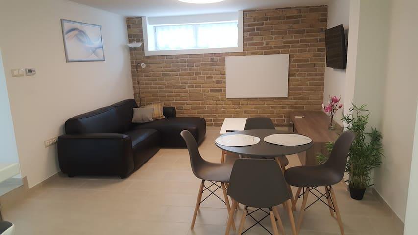 Teljes apartman , kültéri pihenősarokkal