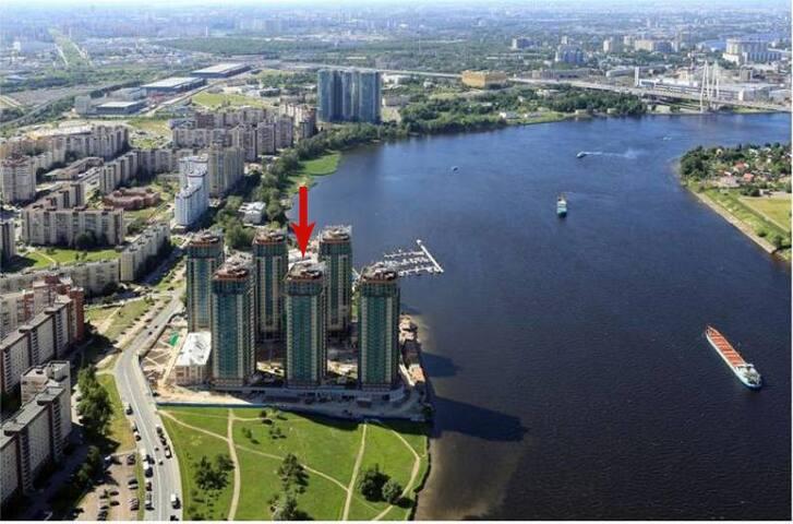 уютная видом Нева в новом доме 15 мин пешком метро - Санкт-Петербург - Apartment