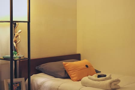 Comfy bed in shared space near access to train - Pasadena - Wohnung