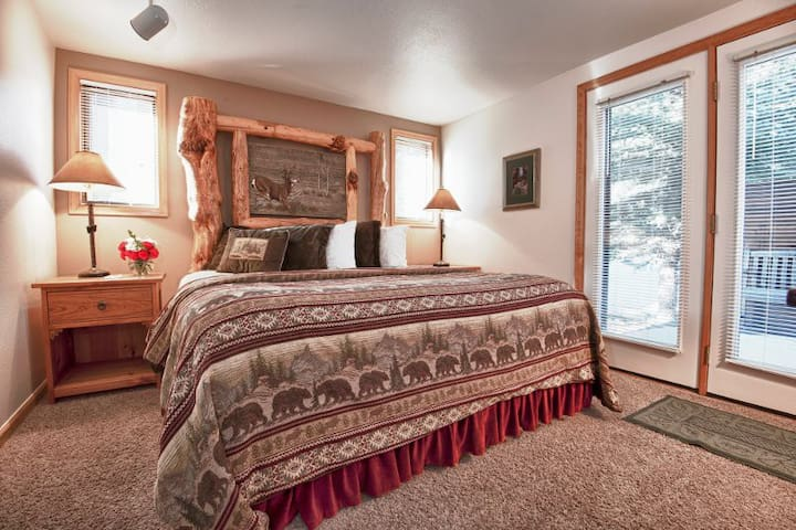 Rams Horn Village Resort 2BR Luxury Cabin 1