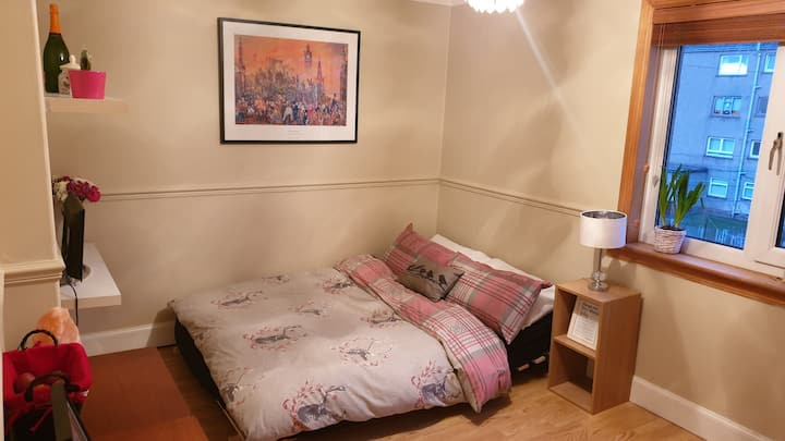 Bright & spacious double room *20min from centre*
