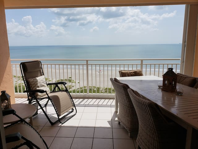 Beautiful Condo on the 9th floor, Direct Ocean.