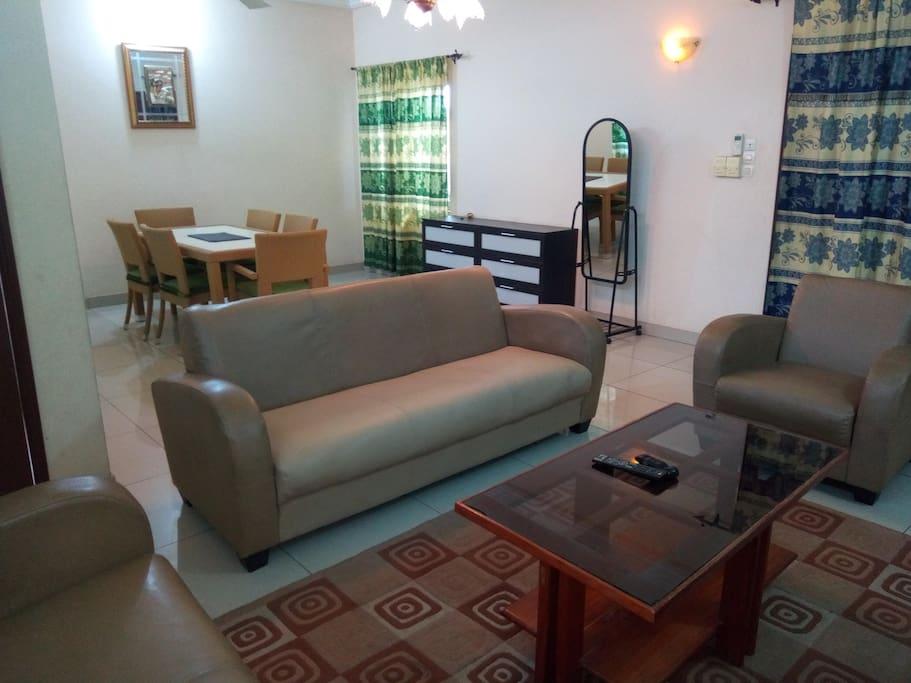Appartement chez l'ami Beno - Condominiums à louer à Cotonou, Littoral Department, Bénin Airbnb Logement entier à Cotonou (Bénin). Appartement situé dans le quartier Sacré-Cœur,  non loin du Nouveau Pont, accès facile au centre ville et aux quartiers des affaires... Appartement chez l'ami Beno - Condominiums à louer à Cotonou, Littoral Department, Bénin