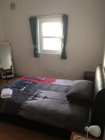Large room,2mins from tube station/8