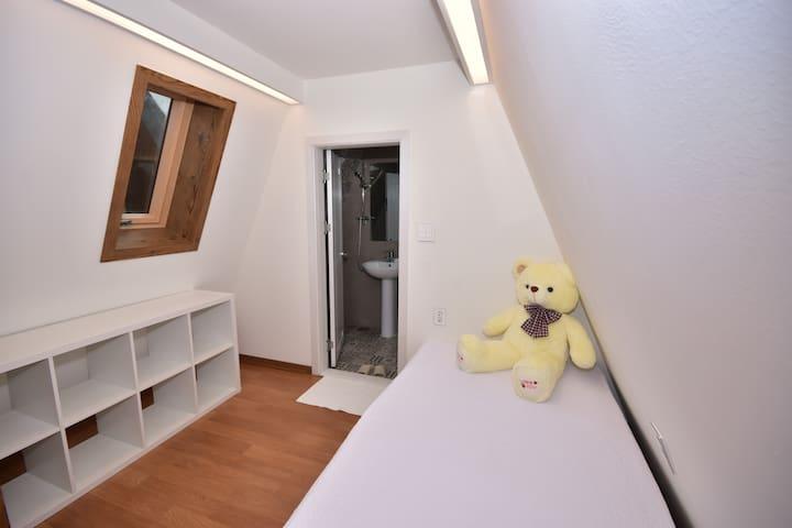 다락방 슈퍼싱글 침대 및 개별 화장실
