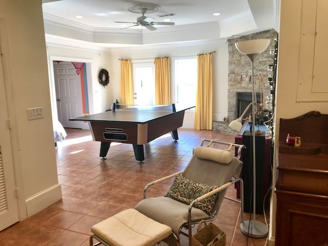 Luxurious Apartment Kennesaw, GA lots of Amenities