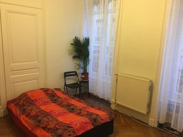 Petit Salon transformé en chambre cosy