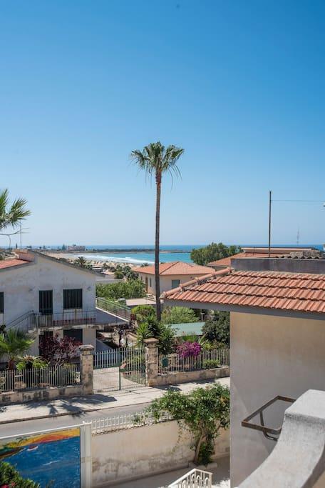 Trilocale sul mediterraneo case in affitto a marina di for Case in affitto a modica arredate