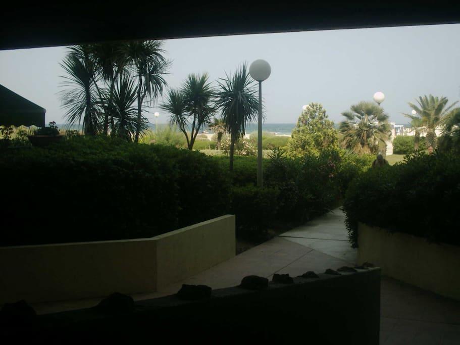 accès plage direct par le jardin